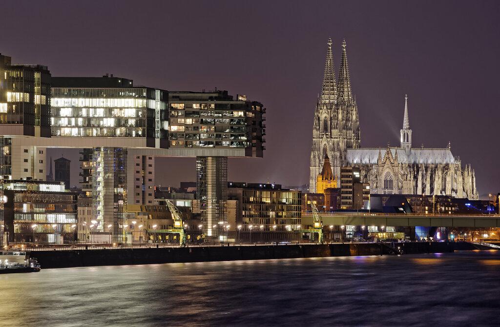 Kölner Dom und Rheinauhafen